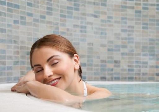 怎样才能在浴缸里完全放松?看看泡澡中有哪些好东西?